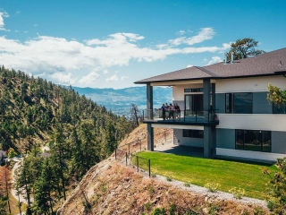 Wilden Lost Creek Point Chelan home - family on patio image