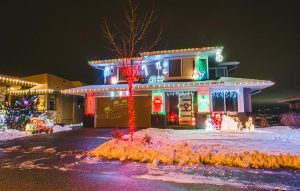 Wilden Christmas Light Up decorated home image