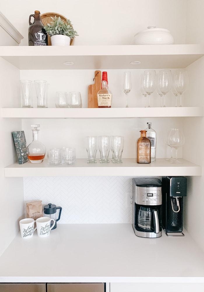 Simply Saari kitchen shelves design image